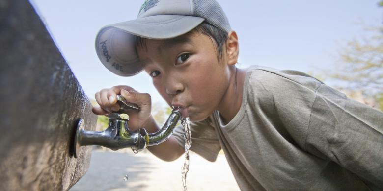 bahaya minum air, minum air berlebihan, manfaat minum air, khasiat minum air, cara betul minum air,