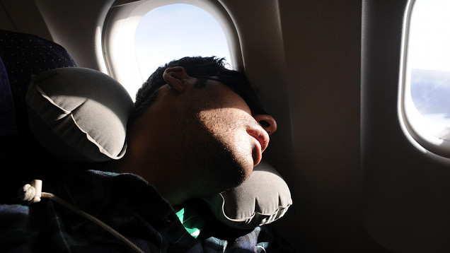 bahaya tidur semasa pesawat berlepas, bahaya tidur semasa pesawat mendarat, bahaya pesawat berlepas, bahaya pesawat mendarat, kedudukan betul ketika pesawat berlepas atau mendarat