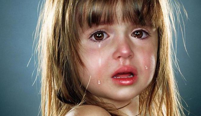 biarkan anak menangis, anak menangis, jangan cepat pujuk anak,  ajak anak frustrated , Frustration tolerance, ajar anak Frustration tolerance