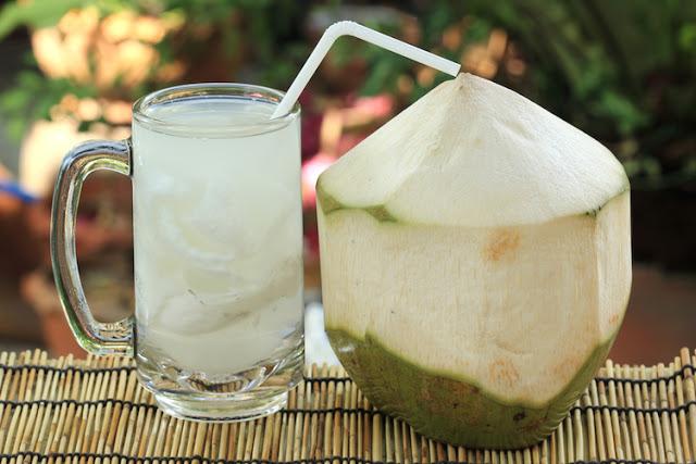 khasiat air kelapa muda, perubatan islam gunakan air kelapa muda, manfaat air kelapa muda, kelebihan air kelapa muda, buang sihir minum air kelapa muda