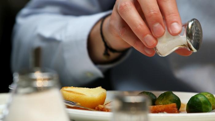 cara mengurangkan garam dalam diet, garam dalam makanan, garam tersembunyi dalam makanan, kurangkan lemak dalam diet, kurangkan lemak dalam makanan, lemak tersembunyi dalam makanan