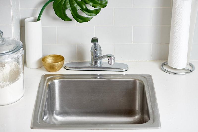 cara bersihkan sinki, cuci sinki, bersihkan daki sinki, sinki kotor, sinki tersumbat, sinki berbau busuk
