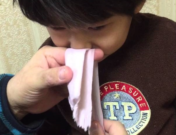 cara buang hingus anak, buang hingus anak, bersihkan hingus anak, keringkan hinguskan anak, cara sedut hingus anak