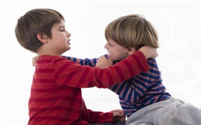 Anak Suka Memukul? Amalkan Trik Ini Untuk Hentikan Tabiat Buruk Ni!